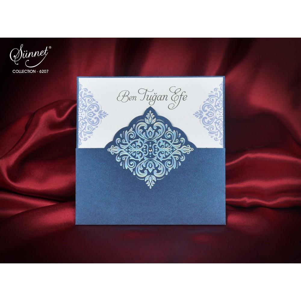 Invitatie albastru sidefat cu model in relief si pietricica argintie