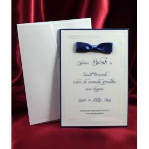 Invitatie cu fundita albastra si contur tip rama