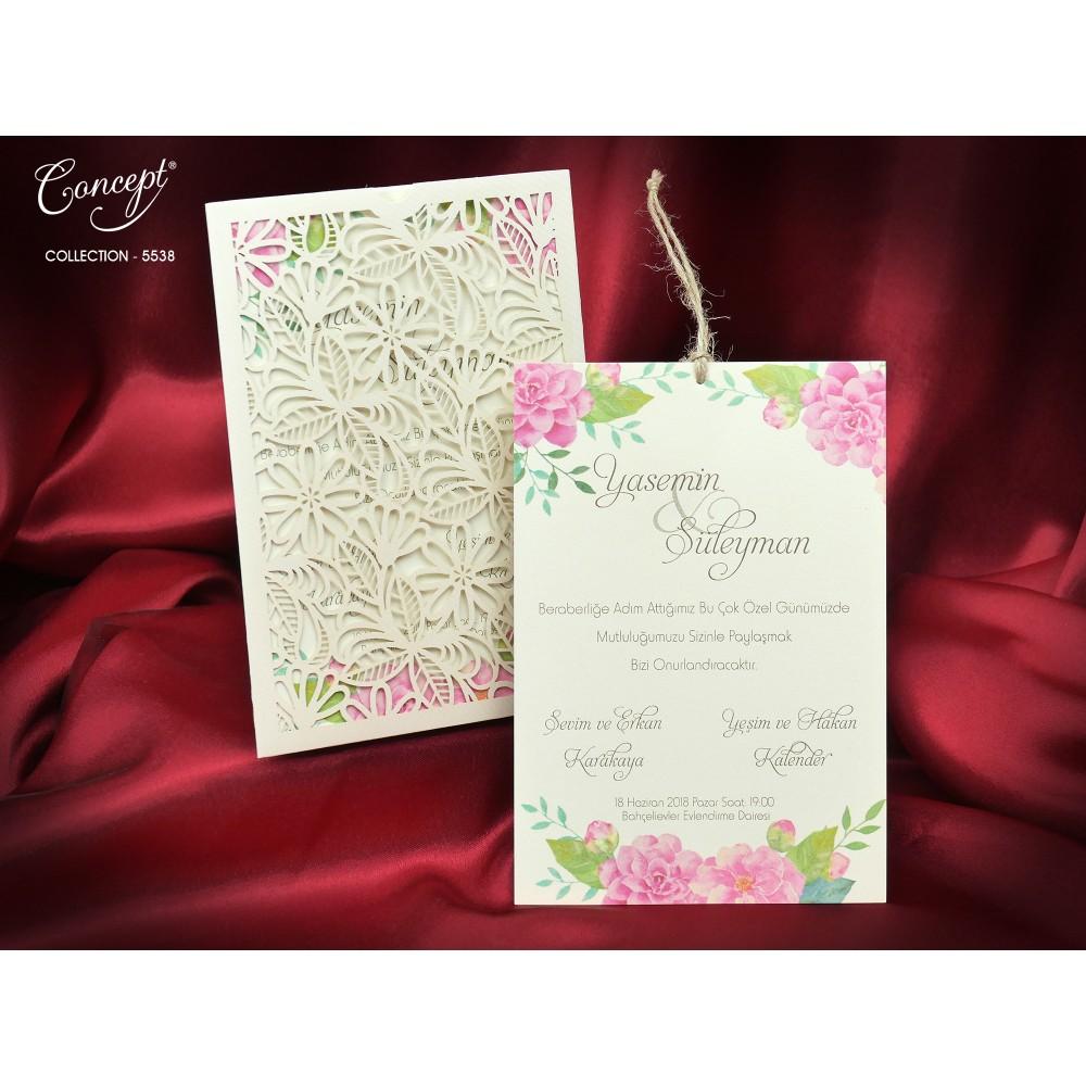 Invitatie cu model floral roz si  plic dantelat