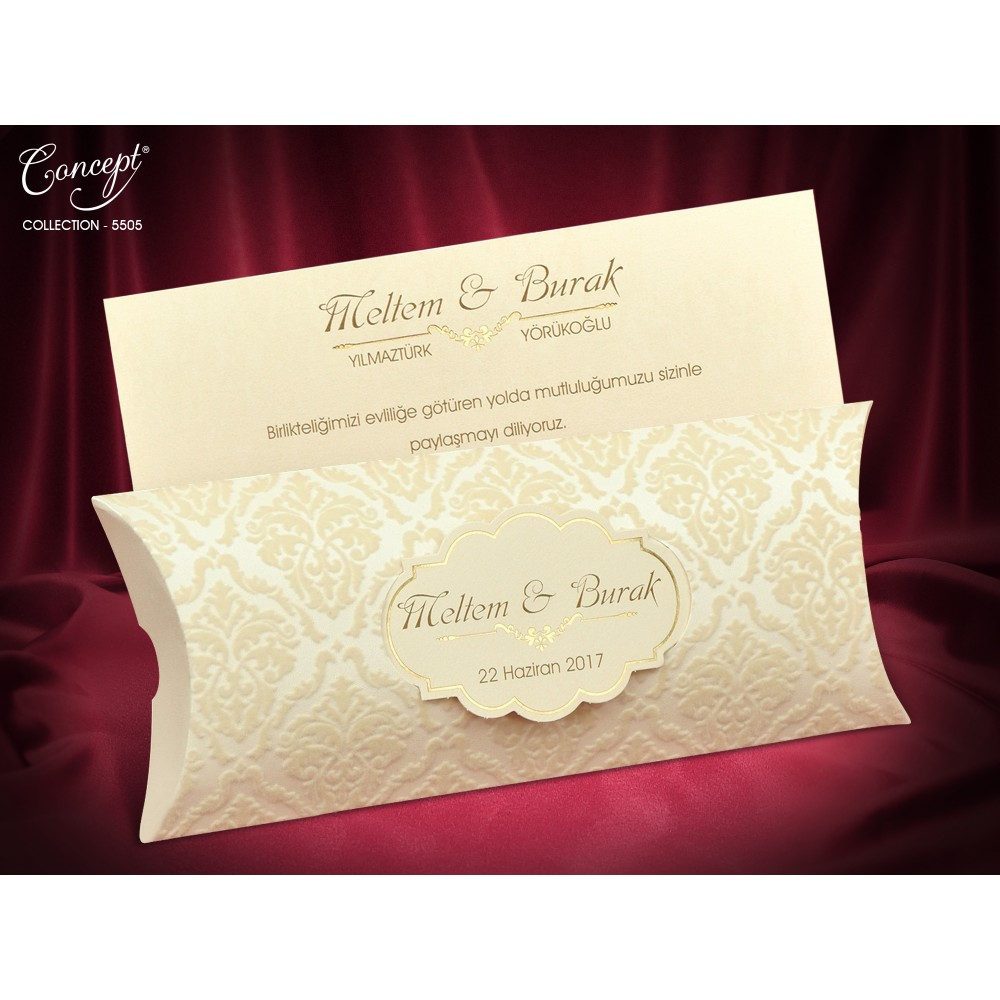 Invitatie eleganta cu model crem din catifea