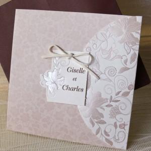 Invitatie nunta cu eticheta prinsa in snur alb