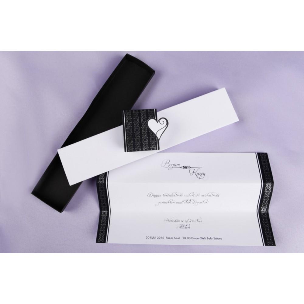 Invitatie in forma de cutie alba cu model dantela neagra