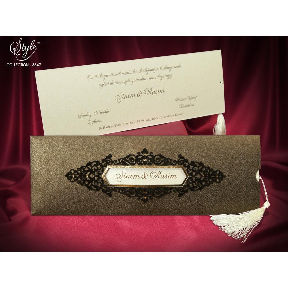 Invitatie eleganta crem sidefat cu decupaj nume miri
